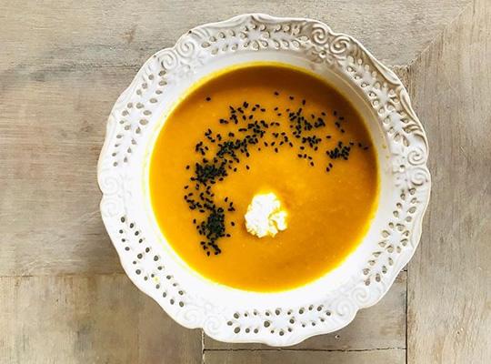 Pyszna marchewkowa zupa krem.